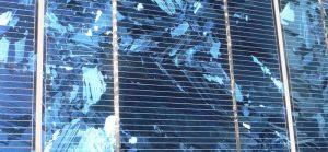 Nærbillede af polykrystallinsk solcelle